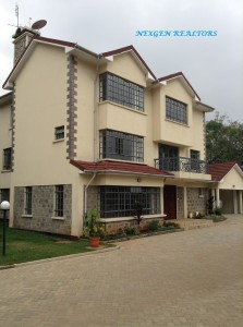 5 BEDROOMS TOWNHOUSE IN LAVINGTON TO LET